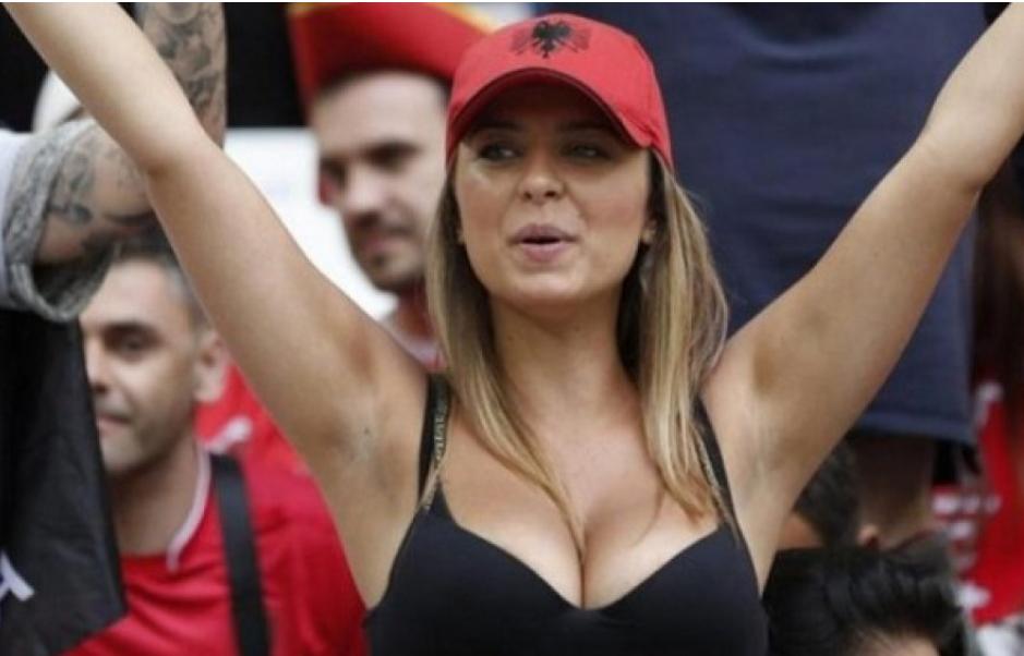 Tifozja më 'hot' e Shqipërisë e prezanton të dashurin
