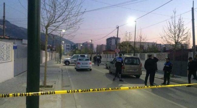 Hidhet eksplozivi në rrugën e Vlorës