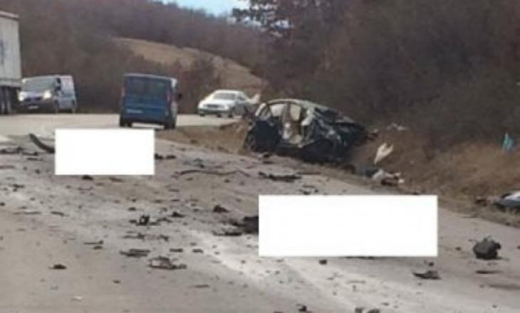 Pamje të reja nga aksidenti tragjik në Duhël, policia largon trupat e pajetë