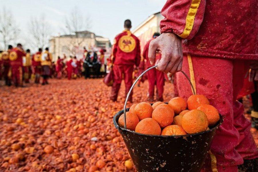 """""""Lufta e Portokalleve"""" në Itali, tradita që daton nga Mesjeta"""