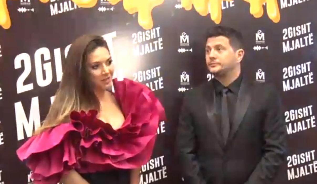 """Mbrëmë në Prishtinë u shfaq filmi """"2Gisht Mjaltë"""", Elvana Gjata ka disa fjalë për të thënë"""