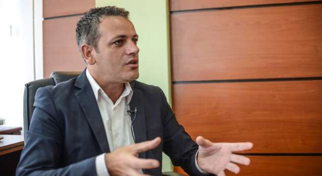 Gashi: Kryeministri po fshihet pas taksës si viktimë
