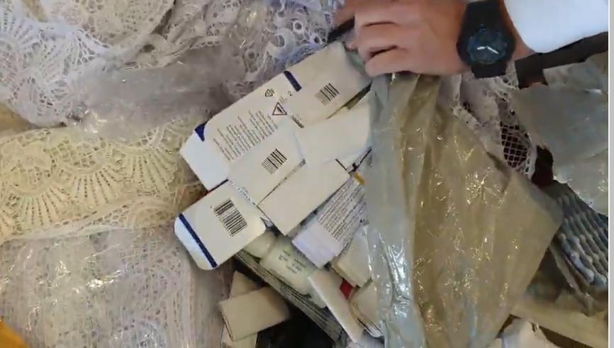 U mbështollën me mbulesa për tavolina e perde, Dogana ndalon kontrabandën me medikamente