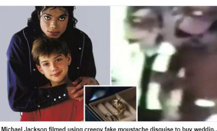 Micheal Jackson shfaqet duke blerë unazë martese me një fëmijë