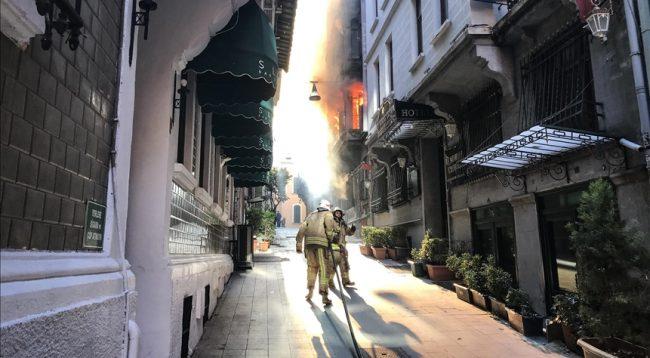 Ka viktima në zjarrin që kaploi një ndërtesë në Stamboll