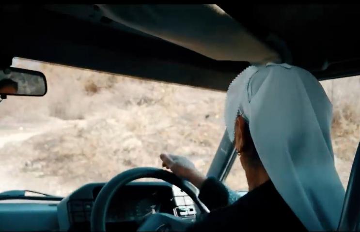 Kjo grua 60 vjeçare në Shqipëri vozitë makinë
