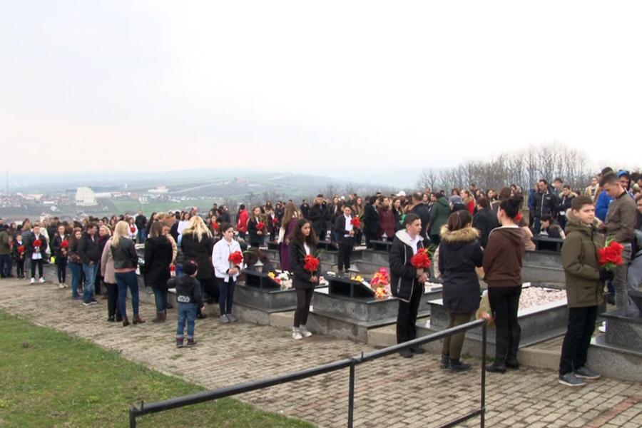 Haradinaj kujton masakrat në fshatrat e Rahovecit, thotë se kriminelët do të sillen para drejtësisë
