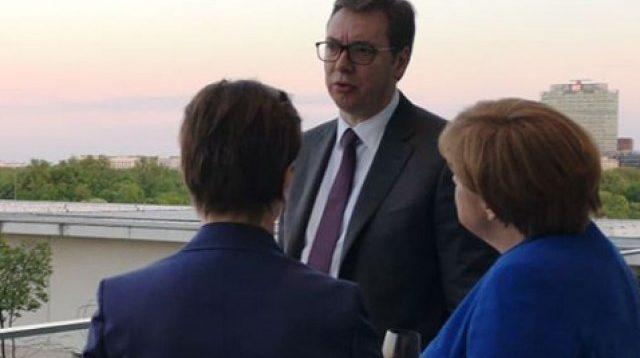 Vuçiq pas takimit: Serbia nuk kishte kushte përpos që taksa të hiqet