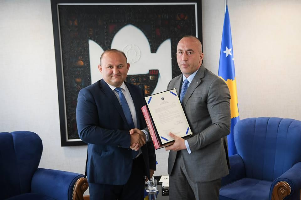 Haradinaj emëron këshilltar të tij ish kandidatin për kryetar të Prizrenit