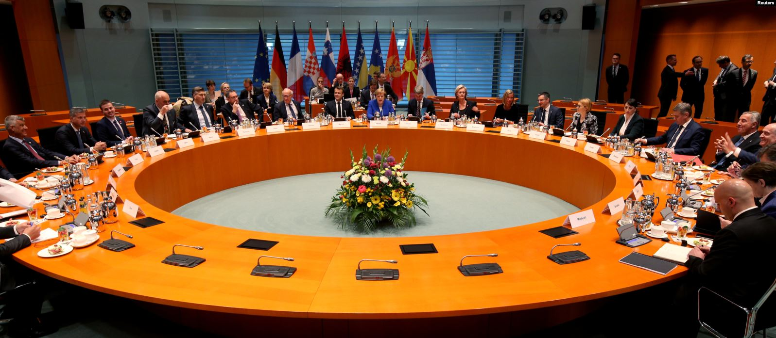 Merkel: Zgjidhja Kosovë – Serbi të mos bëhet në dëm të vendeve tjera