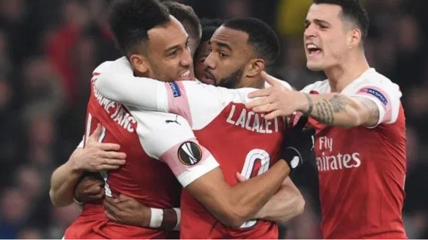 Arsenali kalon në epërsi ndaj Newcastle