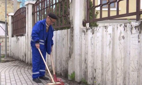 Rrëfehet punëtori që për 42 vjet pastroi Prishtinën