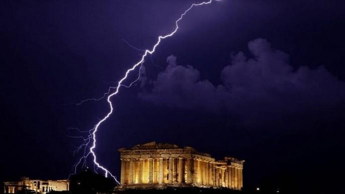 Akropoli goditet nga rrufeja, 4 të plagosur në Greqi