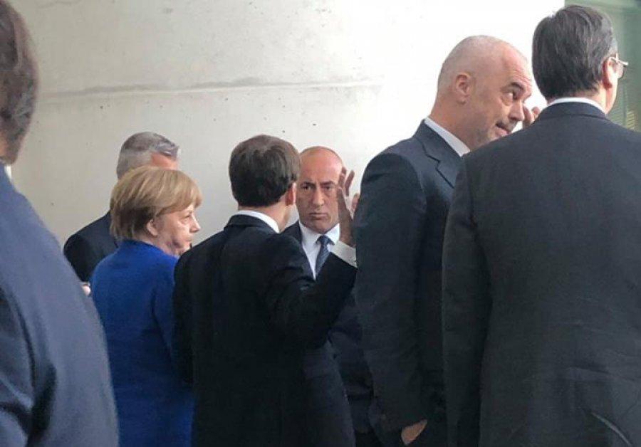 Haradinaj në Berlin kërkon që Serbia ta njohë Kosovën në kufijtë aktualë