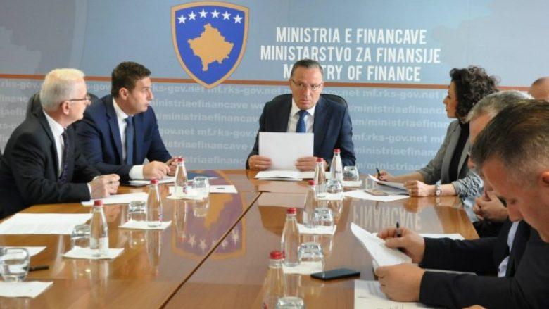 Bytyqi paraqiti politikat e reja arsimore në Komisionin e Granteve