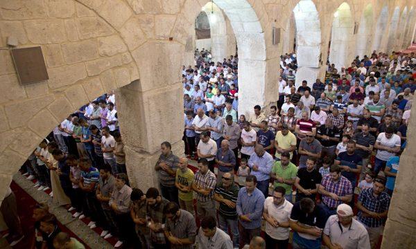Xhamia Al-Aksa në Jerusalem merr flakë, në të njëjtën kohë me katedralen në Paris