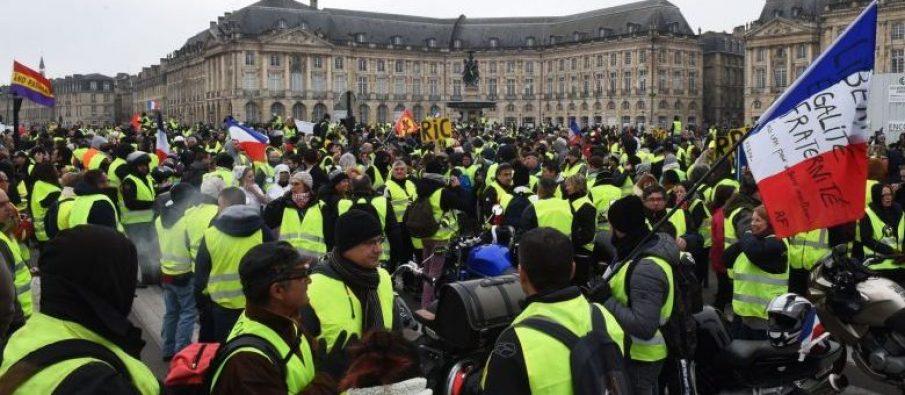 'Jelekët e Verdhë' i kthehen protestave masive