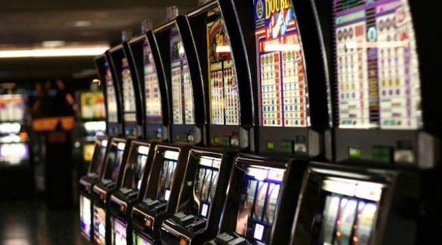Qeveria ende s'ka zgjidhje për punëtorët e lojërave të fatit, 4 mijë persona mbesin të papunë