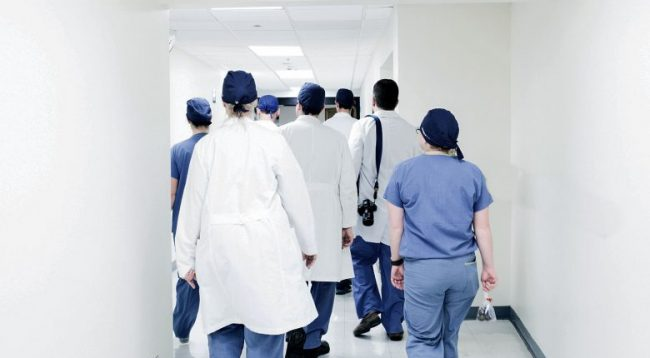 Punoi vullnetare gjatë pandemisë, tani nuk i vazhdohet kontrata e punës