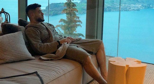 Noizy kështu po e shijon qëndrimin në shtëpi
