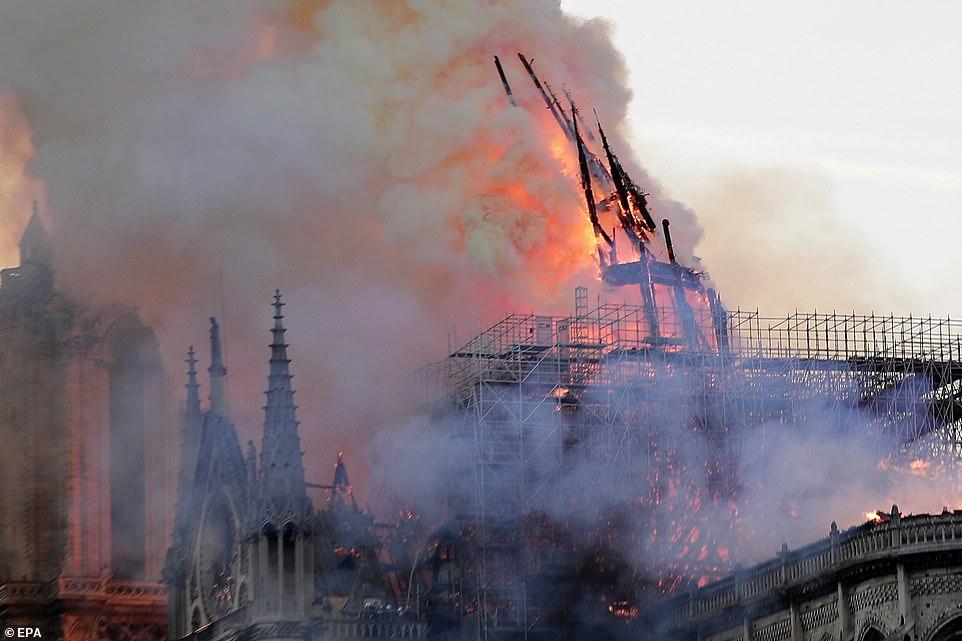 Ja si ISIS feston djegien e Katedrales Notre-Dame (FOTO)