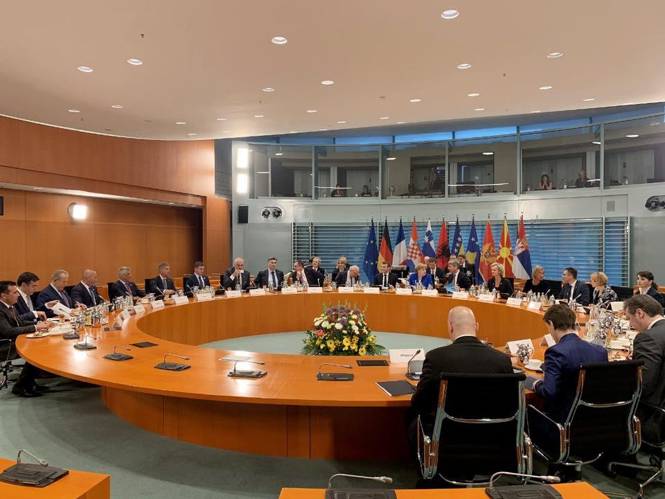 Pacolli: T'i tregojmë popullit të Kosovës se e ardhmja evropiane është e prekshme