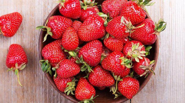 Vlerat e paçmueshme të luleshtrydheve, frutit të ëmbël të pranverës