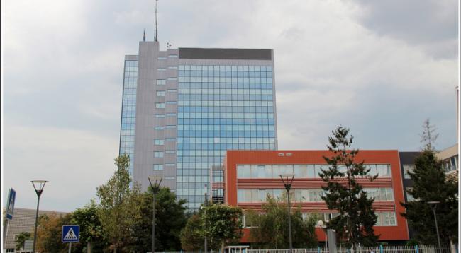 Ndërkombëtarët po humbin durimin në institucionet e Kosovës