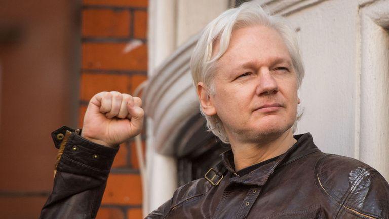 Assange shpallet fajtor