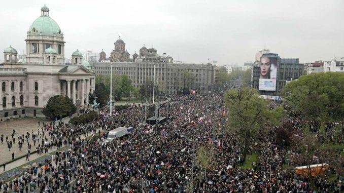 E shtuna e 22-të me protesta në Serbi, a po i vie fundi Vuçiqit?