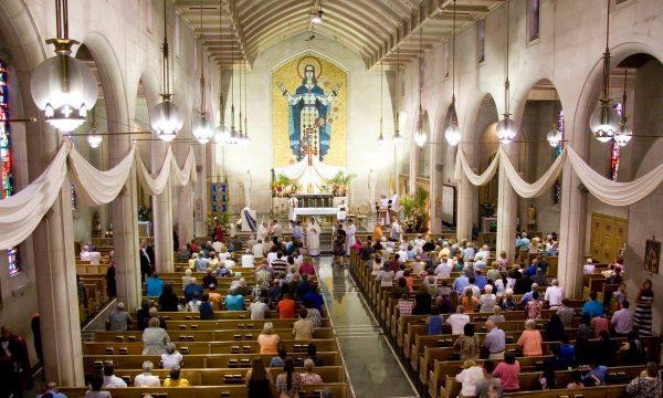 Imami e feston ditëlindjen në Kishë Katolike