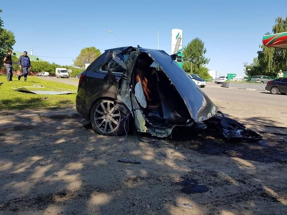 Vetura u nda në dy pjesë, shoferi shpëtoi mrekullisht