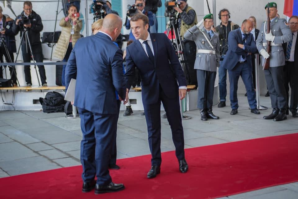 """""""Politico"""" zbulon bisedën Macron-Haradinaj"""