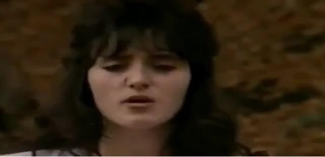 A e dini se cila këngëtare e njohur është kjo?