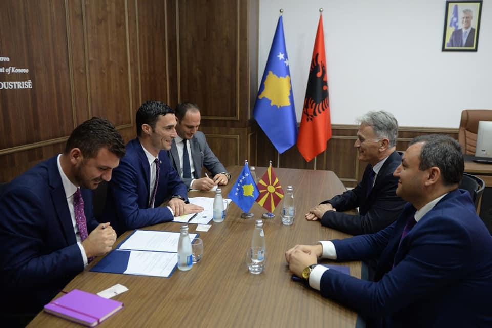 Shala takohet me ambasadorin Saliu, diskutojnë për heqjen e barrierave me Maqedoninë e Veriut