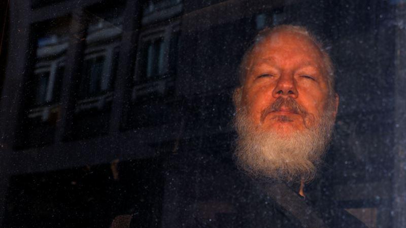 Julian Assange dënohet me 50 javë burg