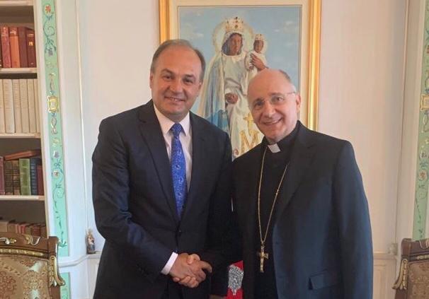 Hoxhaj kërkon njohjen e Kosovës nga Vatikani