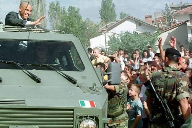 Fenomeni  20 vjet më parë në Gjakovën e djegur nga serbët