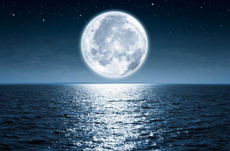 Si u formua Hëna?