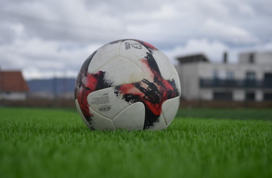 Tronditet bota e futbollit, ndahet nga jeta trajneri shqiptar