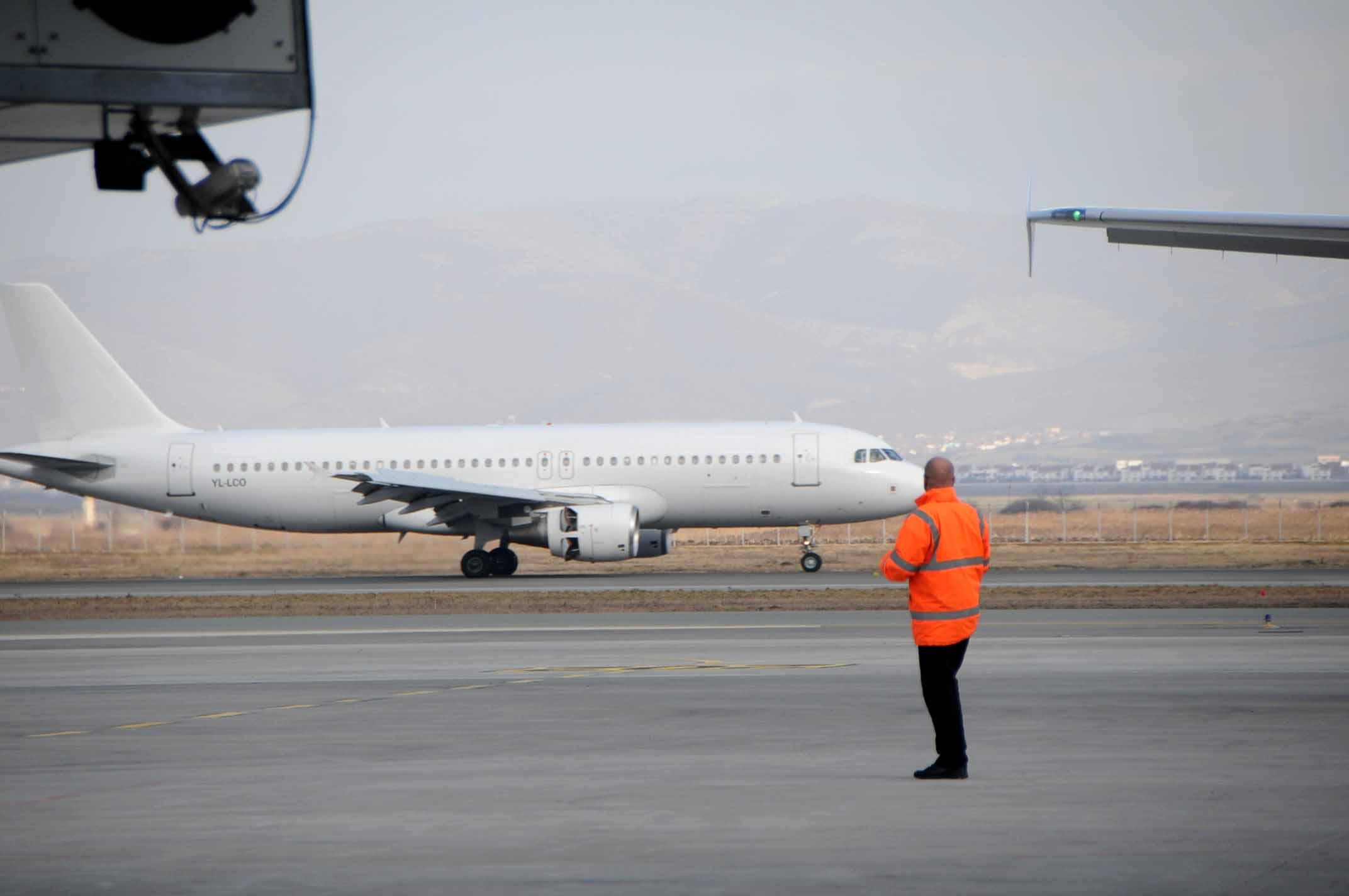 AAC inspekton disa aeroplanë, nuk janë vërejtur parregullsi