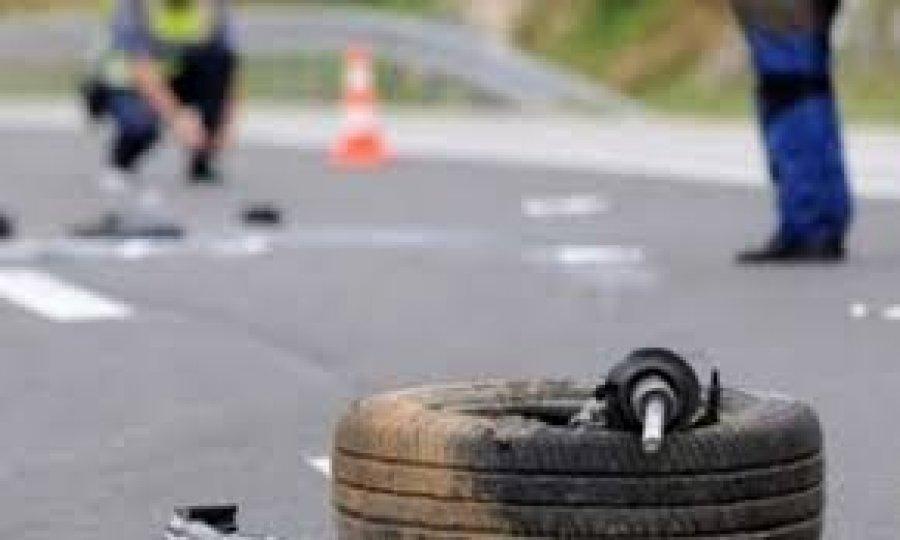 Aksident trafiku mes tri veturave në Fushë Kosovë – lëndohen dy persona