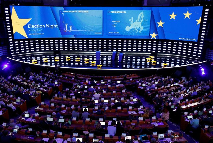 Zgjedhjet evropiane: Dy grupet më të mëdha humbin vende por mbesin të parat, të gjelbrit dhe ekstremistët rriten