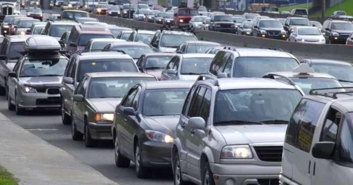 Rrugët e Kosovës bëhen të rrezikshme, ja si tejkalon vetura në tunel!