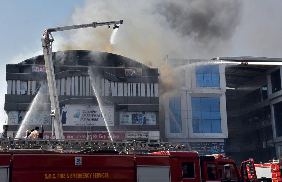 Zjarr në një qendër studimore Indi, vdesin 20 studentë