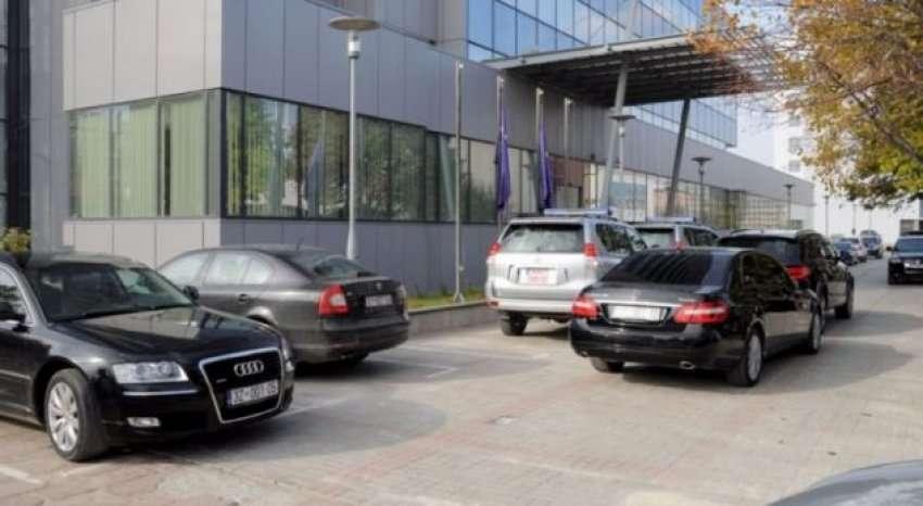 Qeveria me vendim ndalon përdorimin e veturave zyrtare jashtë vendit pa autorizim