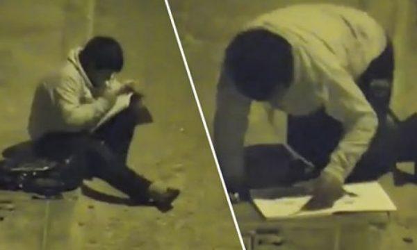 Pa djalin e varfër duke bërë detyrat në rrugë, gjesti i milionerit kur e sheh i ndryshon jetën