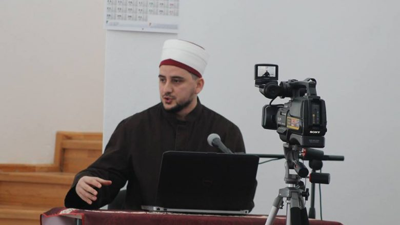 Imami nga Peja kërkon që ajetet kuranore të lexohen në gjuhën shqipe