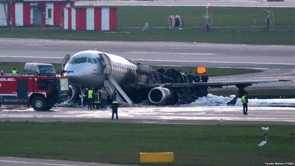 Rreth 41 persona humbën jetën nga djegia e aeroplanit në Moskë