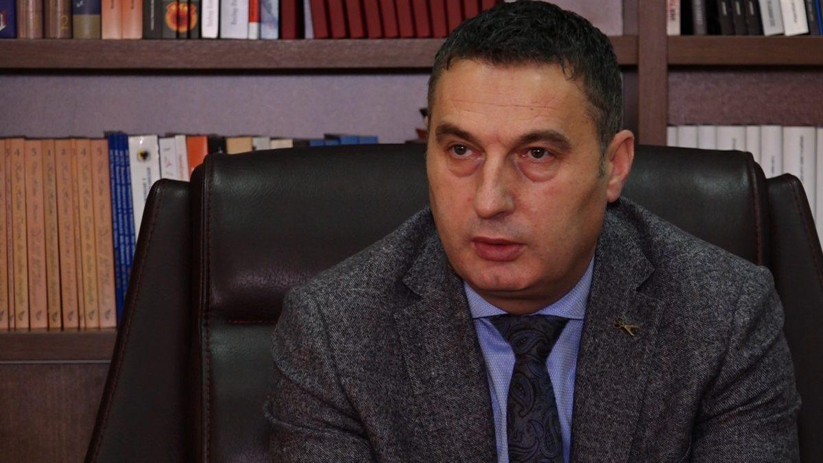 Bytyqi politizon edhe bordin e Universitetit publik në Ferizaj